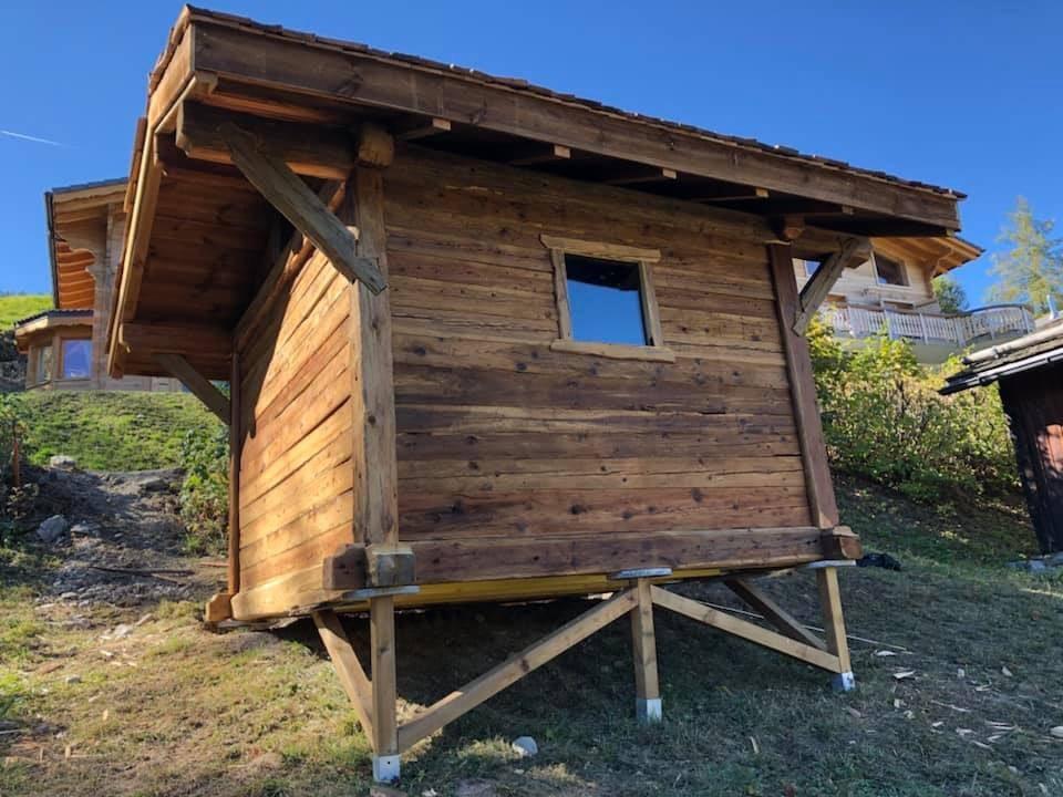 Poteaux poutres madriers 9 m²