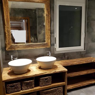 Meuble vieux bois salle de bain 1